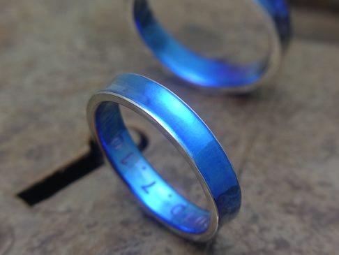 ブルー逆甲丸チタンリング
