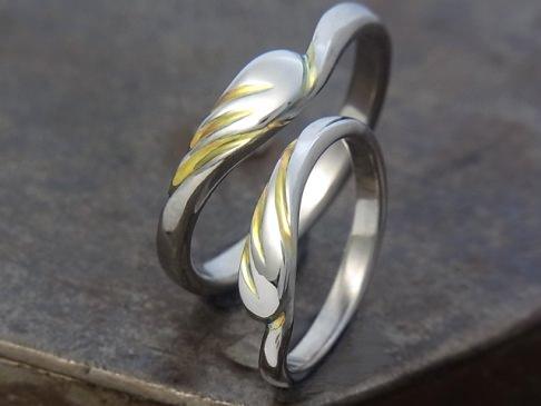 フェザー チタン結婚指輪