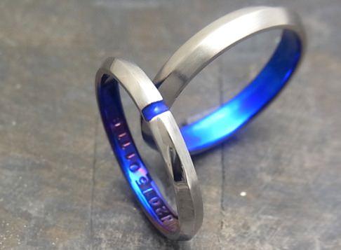 稜線を作りワンポイントを置いた結婚指輪